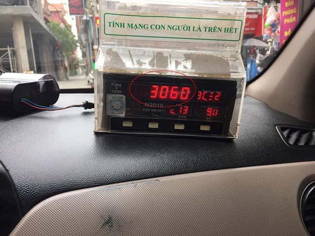 Quan sát đồng hồ đo km khi đi Hà Nội - Thái Nguyên