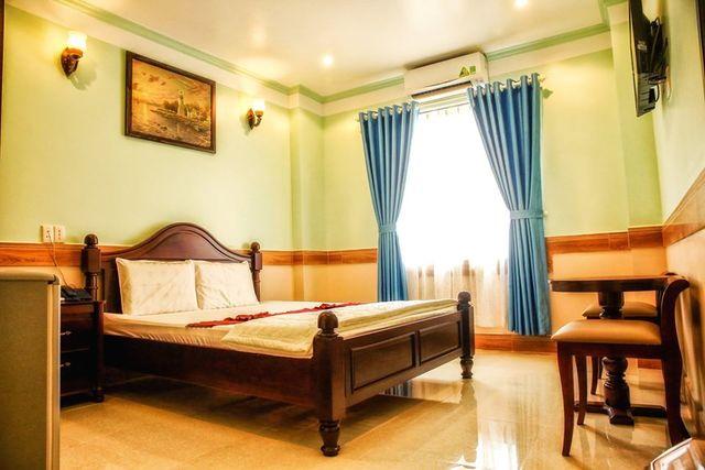 Khách Sạn Vạn Phong